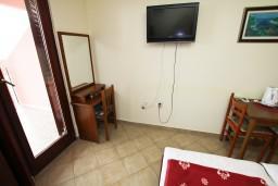 Студия (гостиная+кухня). Черногория, Каменово : Студия с балконом видом на море