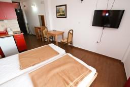 Студия (гостиная+кухня). Черногория, Каменово : Студия 24м2 с балконом с видом на море