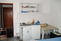 Черногория, Петровац : Апартаменты на 4 персоны с видом на море