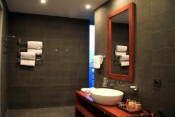 Ванная комната. Черногория, Будва : Элитный люкс
