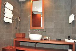 Ванная комната. Черногория, Будва : Пентхаус
