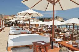 Ближайший пляж. Avala Resort 4+* в Будве