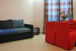Гостиная. Черногория, Будва : Апартамент с балконом 3*