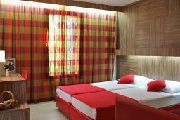 Спальня. Черногория, Будва : Апартамент с балконом 3*