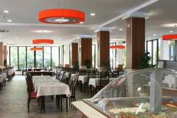 Кафе-ресторан. Aleksandar 3* в Будве