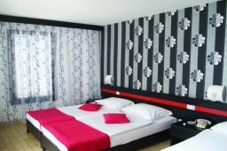 Спальня. Черногория, Будва : Улучшенный номер