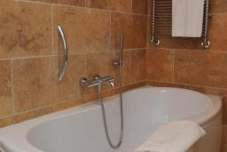 Ванная комната. Черногория, Бечичи : Велнес люкс