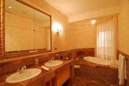 Ванная комната. Черногория, Бечичи : Пентхаус
