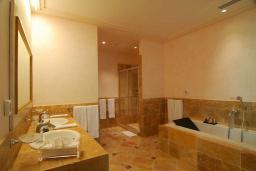 Ванная комната. Черногория, Бечичи : Президентский номер