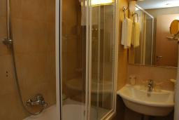 Ванная комната. Черногория, Бечичи : Стандартный номер