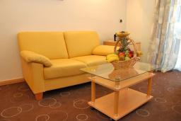 Гостиная. Черногория, Бечичи : Апартаменты