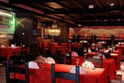 Кафе-ресторан. Queen of Montenegro 4* в Бечичи