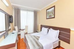 Спальня. Черногория, Бечичи : Двухместный номер