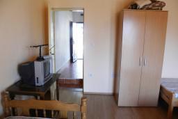 Спальня 2. Черногория, Мельине : Апартамент с отдельной спальней, с балконом и видом на море