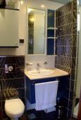 Ванная комната. Черногория, Рафаиловичи : Стандартный номер с балконом и шикарным видом на море