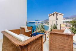 Балкон. Черногория, Рафаиловичи : Семейный номер с балконом и шикарным видом на море