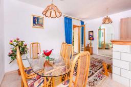 Гостиная. Черногория, Рафаиловичи : Апартамент с двумя спальнями