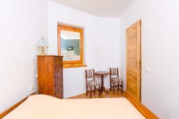 Спальня. Черногория, Рафаиловичи : Апартамент с двумя спальнями