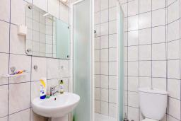Ванная комната. Черногория, Рафаиловичи : Апартамент с двумя спальнями