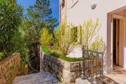 Вход. Черногория, Рафаиловичи : Апартамент с двумя спальнями