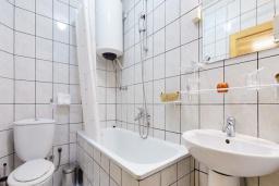 Ванная комната 2. Черногория, Рафаиловичи : Апартамент с двумя спальнями