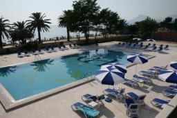 Бассейн. Princess Beach & Conference Resort 4* в Баре