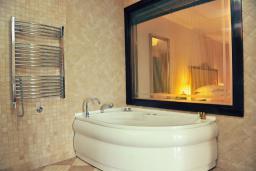 Ванная комната. Черногория, Пераст : A1 Luxury Suite - Separate bedroom