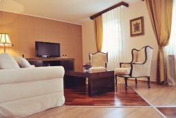Гостиная. Черногория, Пераст : A1 Luxury Suite - Separate bedroom