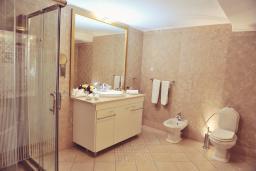 Ванная комната. Черногория, Пераст : А5 Executive suite