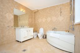 Ванная комната. Черногория, Пераст : B1 Junior Suite