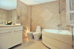 Ванная комната. Черногория, Пераст : B2 Junior suite 2
