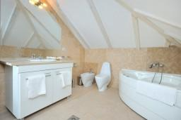 Ванная комната. Черногория, Пераст : B3 Honeymoon Suite