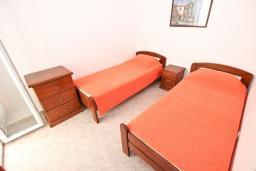 Спальня 2. Черногория, Петровац : Апартаменты на 4+1 персон, 2 спальни, с видом на море