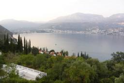 Вид на море. Черногория, Нивице : Апартамент с отдельной спальней, с большим балконом, с видом на море и на сад