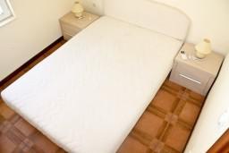 Спальня. Черногория, Кумбор : Апартамент ALBA c 2-мя спальнями с балконом и видом на море