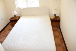 Спальня 2. Черногория, Кумбор : Апартамент ALBA c 2-мя спальнями с балконом и видом на море