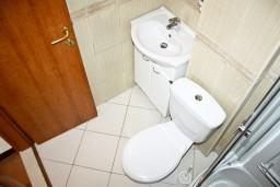 Ванная комната. Черногория, Кумбор : Апартамент ALBA c 2-мя спальнями с балконом и видом на море