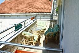 Терраса. Черногория, Кумбор : Апартамент ALBA c 2-мя спальнями с балконом и видом на море