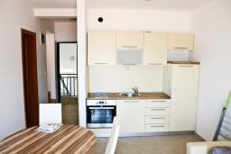 Гостиная. Черногория, Кумбор : Новый двухуровневый апартамент ALBION с 2-мя спальнями и ваннами, огромная терраса с видом на море