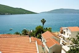 Вид на море. Черногория, Кумбор : Новый двухуровневый апартамент ALBION с 2-мя спальнями и ваннами, огромная терраса с видом на море