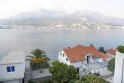 Вид на море. Черногория, Нивице : Апартамент для 5 человек с отдельной спальней, с балконом, с видом на море и на сад