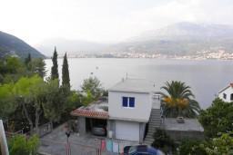 Вид. Черногория, Нивице : Апартамент с отдельной спальней, с балконом, с видом на море и на сад