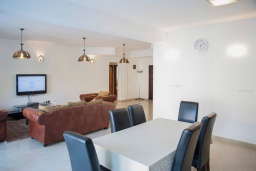 Dining area. Montenegro, Baosici : Apartment with 5 bedrooms in Baosici