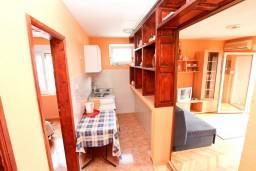 Гостиная. Черногория, Петровац : Апартамент с отдельной спальней, с видом на море