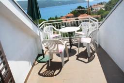Балкон. Черногория, Мельине : Апартамент для 7 человек с двумя отдельными спальнями, с балконом и видом на море