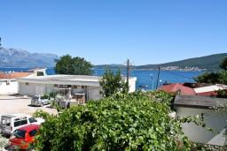 Вид на море. Черногория, Баошичи : Комната для 4 человек