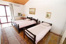 Спальня 3. Черногория, Герцег-Нови : Большой апартамент на 10 человек, с пятью спальнями и огромной террасой с потрясающим видом на море