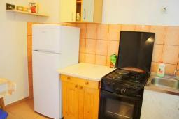 Черногория, Баошичи : Апартамент для 4 человек на первом этаже, с отдельной спальней