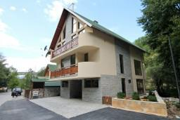 Фасад дома. Черногория, Колашин : Современный дом для 10-15 человек, 6 спален, Колашин, Черногория.