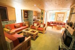 Гостиная. Черногория, Колашин : Современный дом для 10-15 человек, 6 спален, Колашин, Черногория.